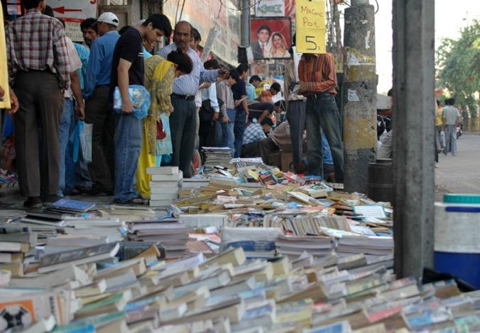 sunday_book_market_daryaganj_delhi